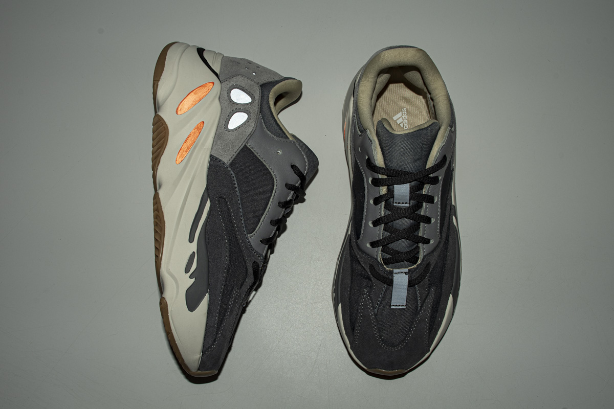 BS700 磁铁9922 Adidas Yeezy Boost 700 V2  Magnet