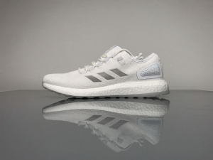 小椰子 白水母联名款 Adidas Pure Boost Running  Sneakerboy Glow in the dark